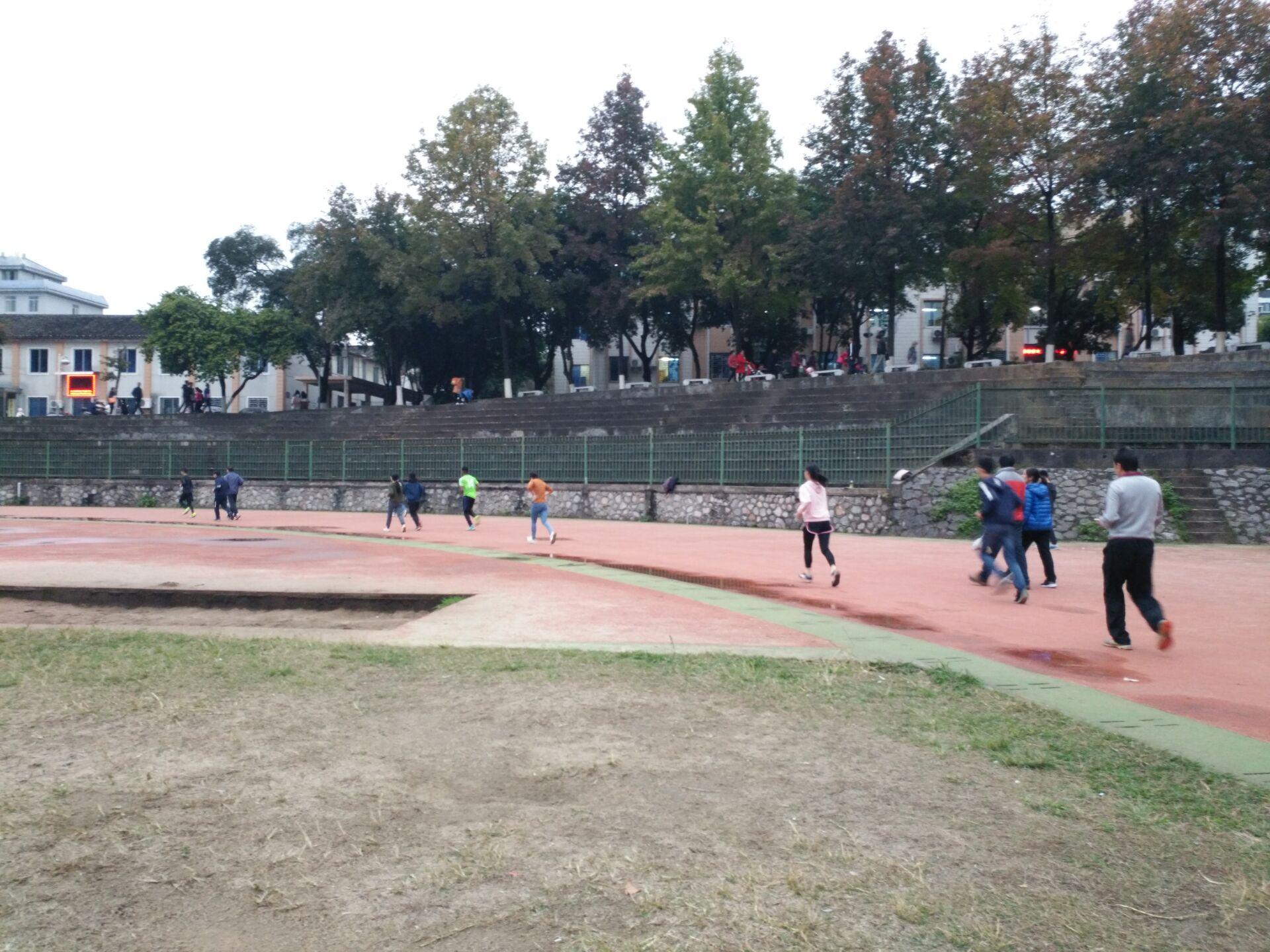 广西师范大学使用步道乐跑跑步4.JPG