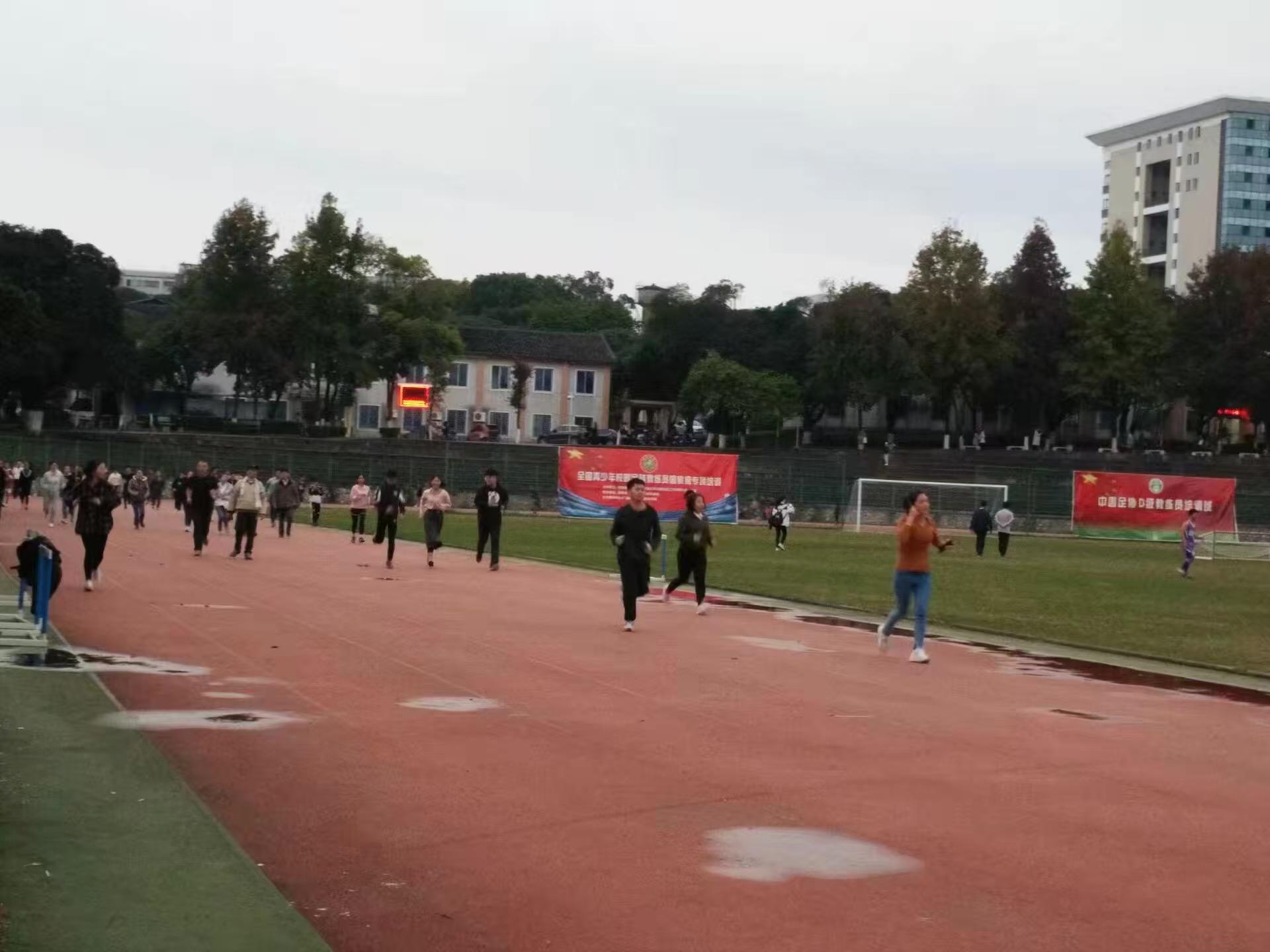 广西师范大学使用步道乐跑跑步1.JPG
